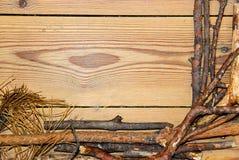 Composizione nella decorazione su fondo di legno i bordi allineati hanno fatto la o Fotografia Stock Libera da Diritti