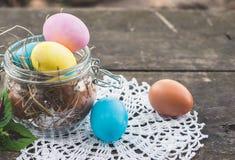 Composizione nella foto delle uova di Pasqua Fotografie Stock