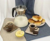 Composizione nella prima colazione con le tazze di caffè Fotografie Stock