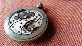 Composizione nella priorità bassa dell'orologio mechanism video d archivio