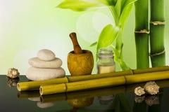 Composizione nella stazione termale con bambù immagine stock