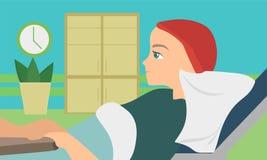Composizione piana paziente in oncologia con la giovane donna che si trova nel letto medico Fotografia Stock