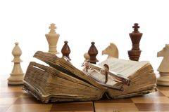 Composizione in scacchi con il libro Immagine Stock Libera da Diritti