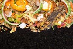 Compost met bemeste grond stock foto