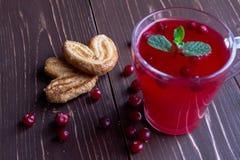 Composta del mirtillo rosso in un vetro trasparente Immagini Stock