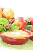 Composta di mele con la salsa della vaniglia Fotografia Stock Libera da Diritti