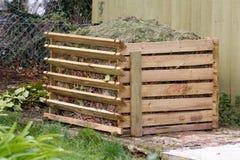 Compostbak in tuin Royalty-vrije Stock Foto's