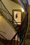 compostela de Santiago Spain Wrzesień 2018 Galicyjscy ludzie muzeów: Potrójny śrubowaty schody i dudziarz zdjęcia stock