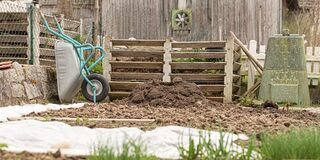 Free Composting With Quick Compost And Conventionally With Compost Pile Royalty Free Stock Photography - 173437827