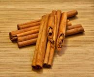 Composto belamente de varas de canela Fotografia de Stock