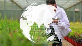 Composto di Digital di uno scienziato e del globo del mondo archivi video