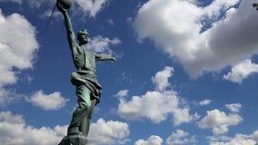 ` Composto escultural o primeiro ` satélite em Moscou, Rússia video estoque
