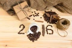 Composyion de la celebración del regalo y del café por 2016 Años Nuevos Fotos de archivo libres de regalías