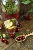 Compota de cerezas en la jarra foto de archivo libre de regalías