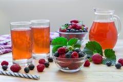 Compota de frambuesas, de fresas y de arándanos Imagenes de archivo