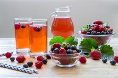 Compota de frambuesas, de fresas y de arándanos Imagen de archivo