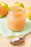 Compota de manzanas (alimentos para niños) Imágenes de archivo libres de regalías