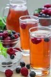 Compote des framboises, des fraises et des myrtilles Photographie stock libre de droits