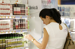Compra cosméticos Foto de Stock Royalty Free