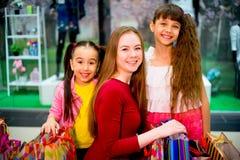 Compra da mãe e das filhas Imagem de Stock Royalty Free