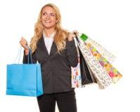 Compra da mulher com muitos sacos de compra Fotos de Stock Royalty Free