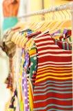 Compra da roupa Fotos de Stock
