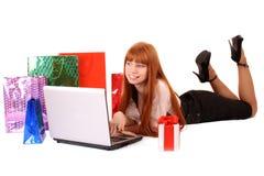 Compra de la mujer en línea Foto de archivo libre de regalías