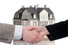 Compra del arreglo del apretón de manos - venta de la casa Imagen de archivo libre de regalías