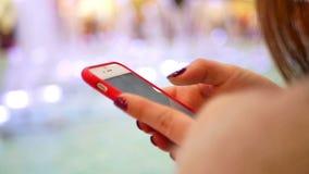 Compra do close-up de Smartphone video estoque