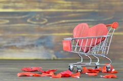 Compra do dia de Valentim fotografia de stock royalty free