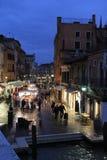 Compra do mercado em Veneza, Itália fotografia de stock royalty free