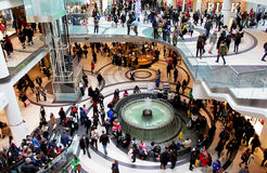 Compra do Natal do centro de Toronto Eaton Imagens de Stock Royalty Free