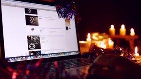 Compra do Natal do Internet no portátil video estoque