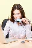 Compra em linha com cartão de crédito Fotografia de Stock