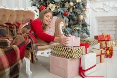 compra em linha do xmas O Natal é o momento de satisfazer Feriado da família Ano novo feliz Inverno A manhã antes do Xmas foto de stock royalty free