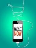 Compra em linha no smartphone Fotografia de Stock
