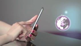 Compra em linha no vídeo do conceito do smartphone video estoque