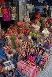 Compra francesa dos sacos das cestas do mercado imagens de stock royalty free