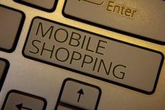Compra móvel do texto da escrita da palavra Conceito do negócio para a compra tecnologico de compra dos produtos em linha testa s Fotografia de Stock Royalty Free