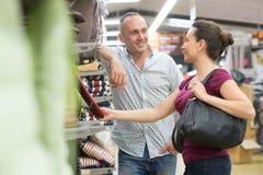 f2a825ffe Compra nova dos pares para ferramentas de DIY na loja de ferragens  fotografia de stock royalty