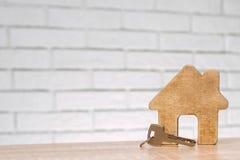 Compra o venta de la casa, apartamento Foto de archivo libre de regalías