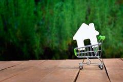 Compra o venta de la casa, apartamento Fotos de archivo libres de regalías