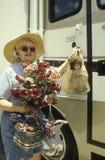 Comprador del mercado de pulgas de Renninger Fotos de archivo