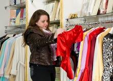 Comprador en departamento imagen de archivo libre de regalías