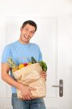 Comprador masculino del alimento imagenes de archivo
