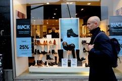 COMPRADORES DE BLACK FRIDAY EN COPENHAGUE DINAMARCA Foto de archivo libre de regalías