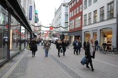 COMPRADORES DE BLACK FRIDAY EN COPENHAGUE DINAMARCA Fotos de archivo libres de regalías