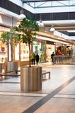 Compradores en el centro comercial Foto de archivo