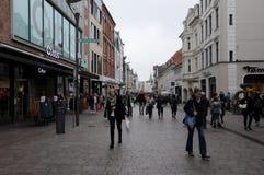COMPRADORES EN FLENSBURG ALEMANIA foto de archivo libre de regalías