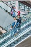 Compradores en la alameda de compras de Livat, Pekín, China Foto de archivo libre de regalías